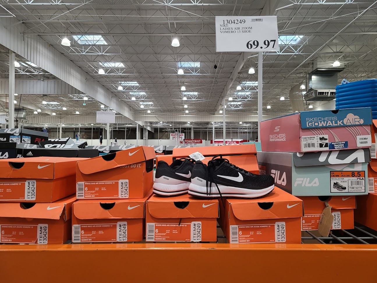 NikeLadiesAirZoomVomero13-1304249